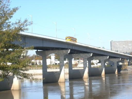 lr-lrt-stc-main-st-bridge-238-20041204x_lh